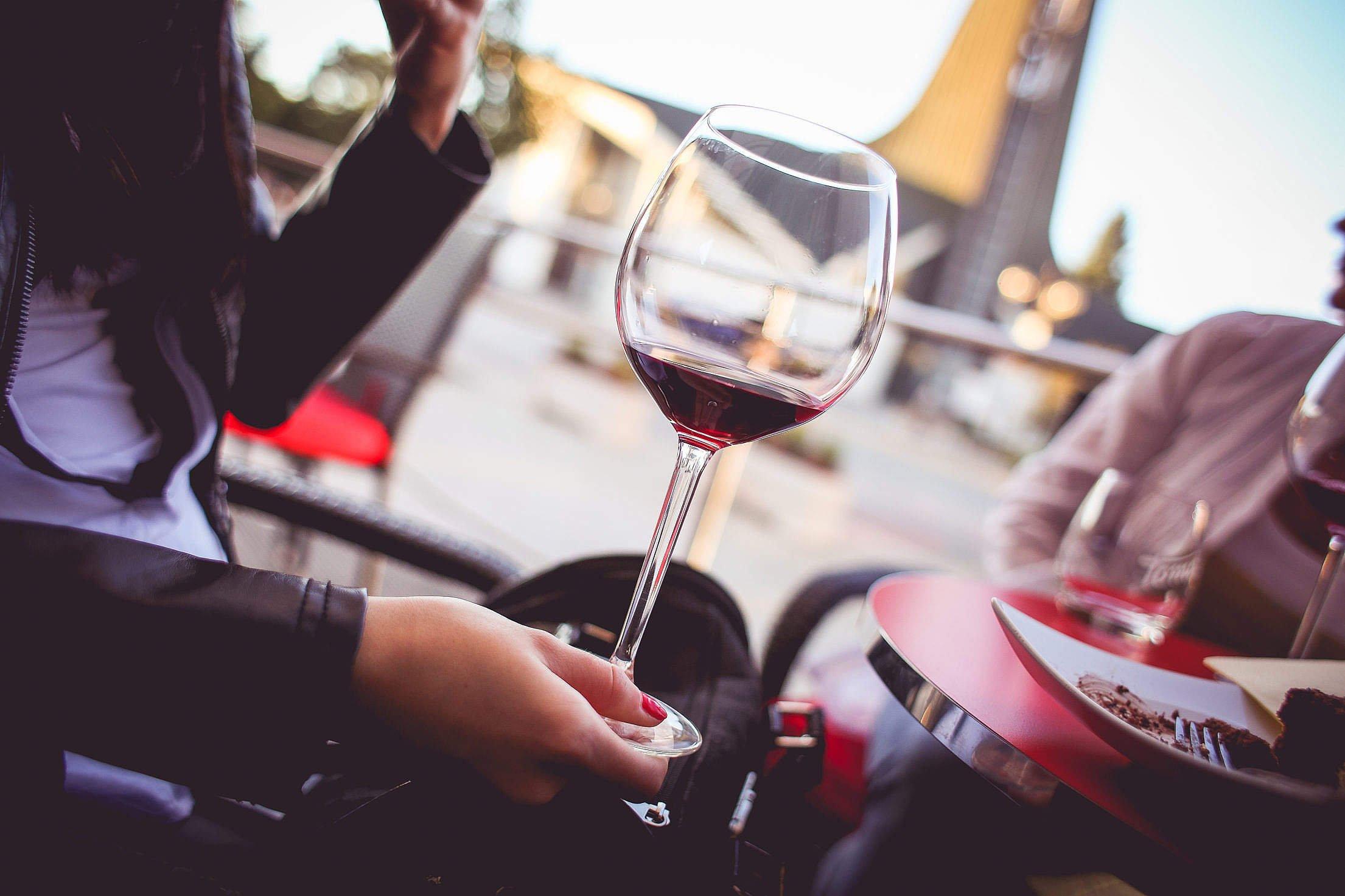 фотки с вином на аву сосисками